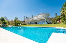 Villa en Benalmadena - Villa de 4 dormitorios a600 mde la playa