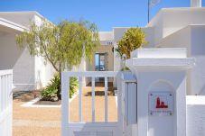 Villa en Puerto Calero - Villa de 3 dormitorios a2 kmde la playa