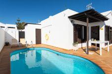 Villa en Tías - Villa Princesa Guacimara piscina climatizada y BBQ