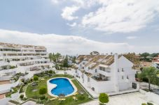 Apartment in Nueva andalucia - Apartment with swimmingpool to900 mbeach